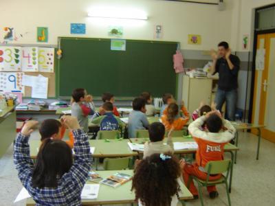 El profe de m sica entra en nuestra clase aprendiendo a for En nuestra clase